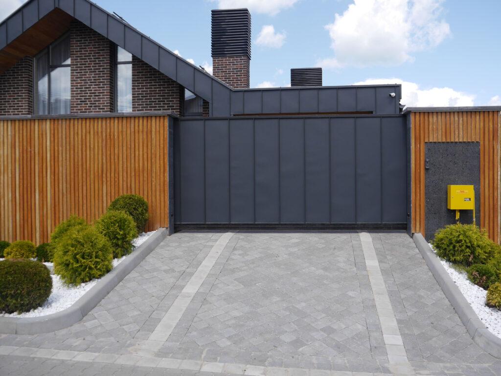 Оформлення паркану-дизайн 3