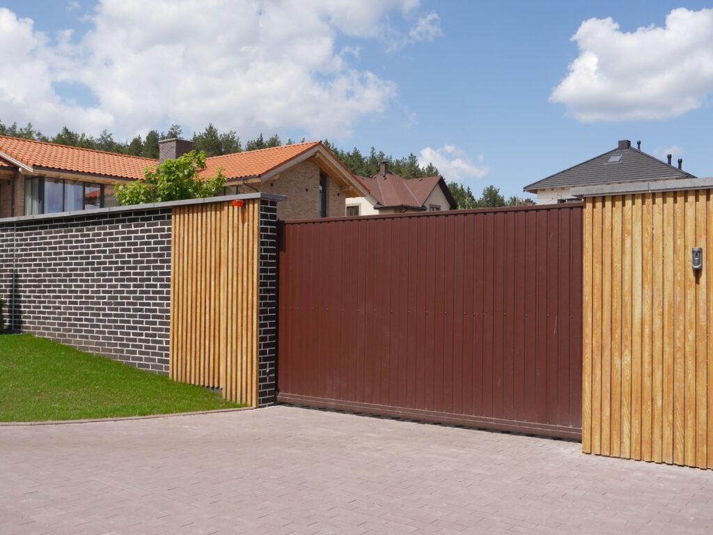 Оформлення паркану-дизайн 5